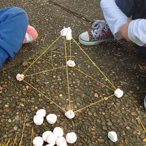 A pyramid made of marshmallows and spaghetti